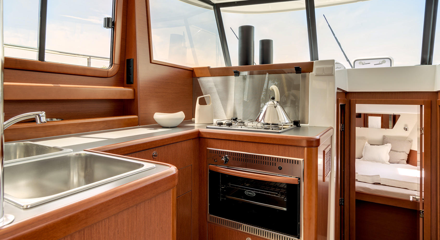 Swift Trawler 34 Cuisine